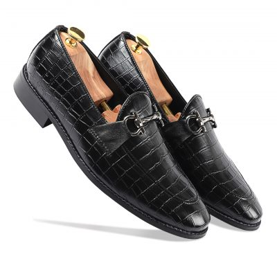 Black slip-on shiny shoes for men