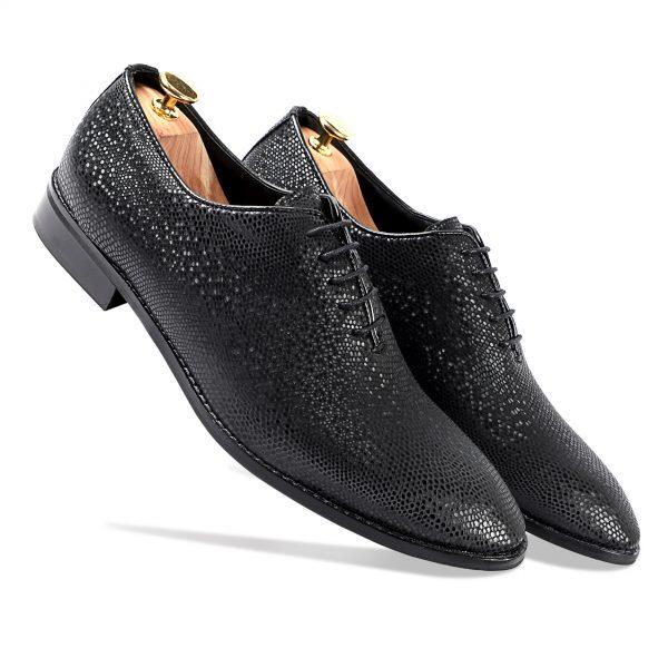 Black lace-up shiny shoes for men